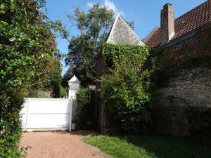 Gite du petit Colombier à Arras : l'entrée et le colombier